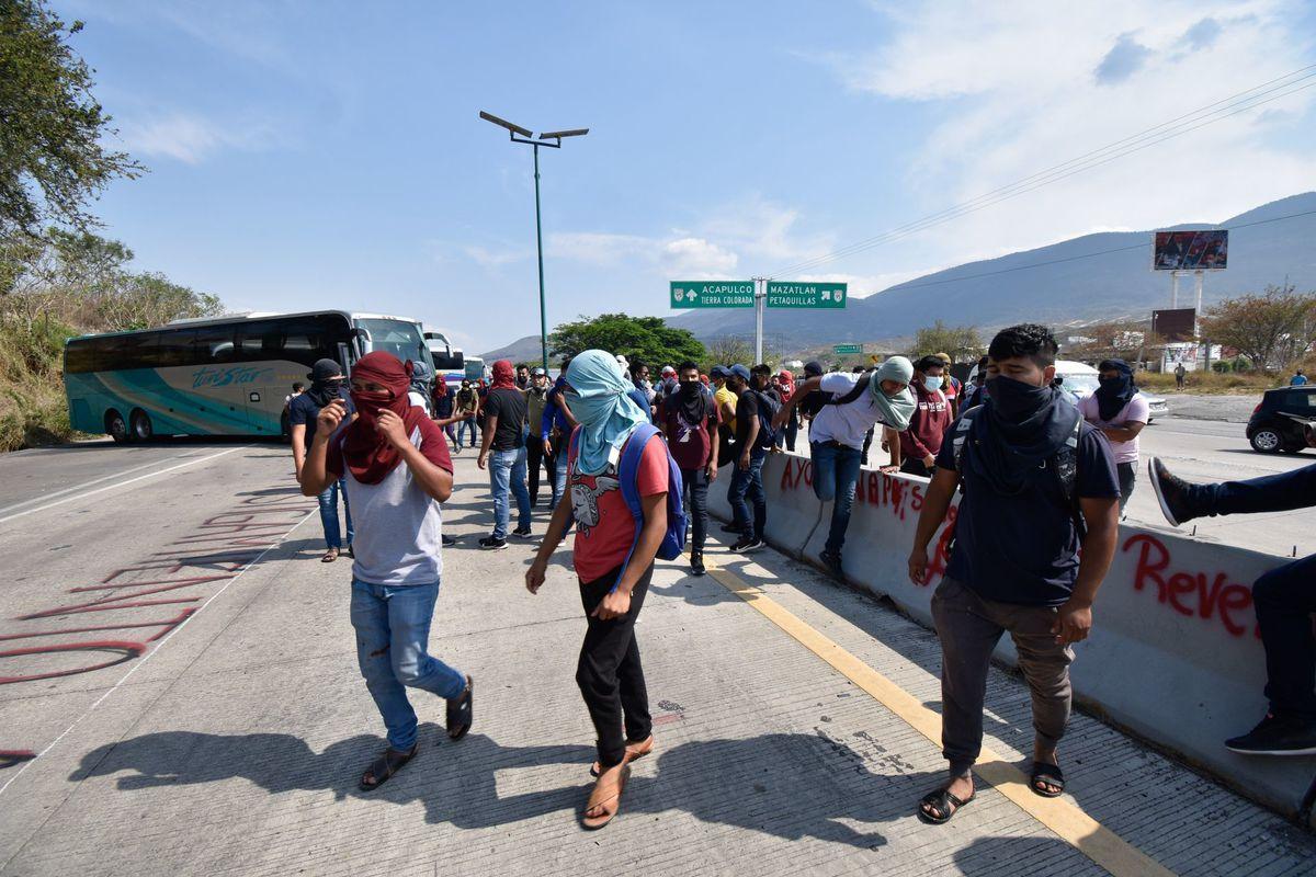 95 estudiantes normalistas encarcelados en Chiapas luego de una protesta