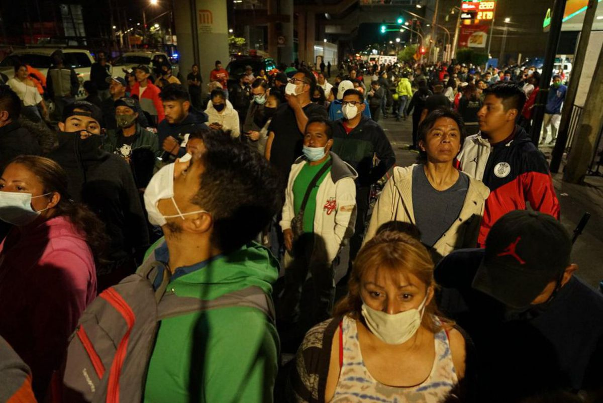 Accidente línea 12: 'Resiste un poco': solidaridad de vecinos de Tláhuac minutos después del colapso del metro