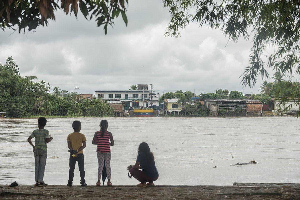 Atrapados en fuego cruzado en la frontera entre Colombia y Venezuela  Internacional