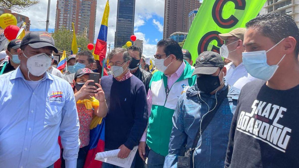 Colombia: Gustavo Petro se une a los manifestantes en Colombia  Internacional