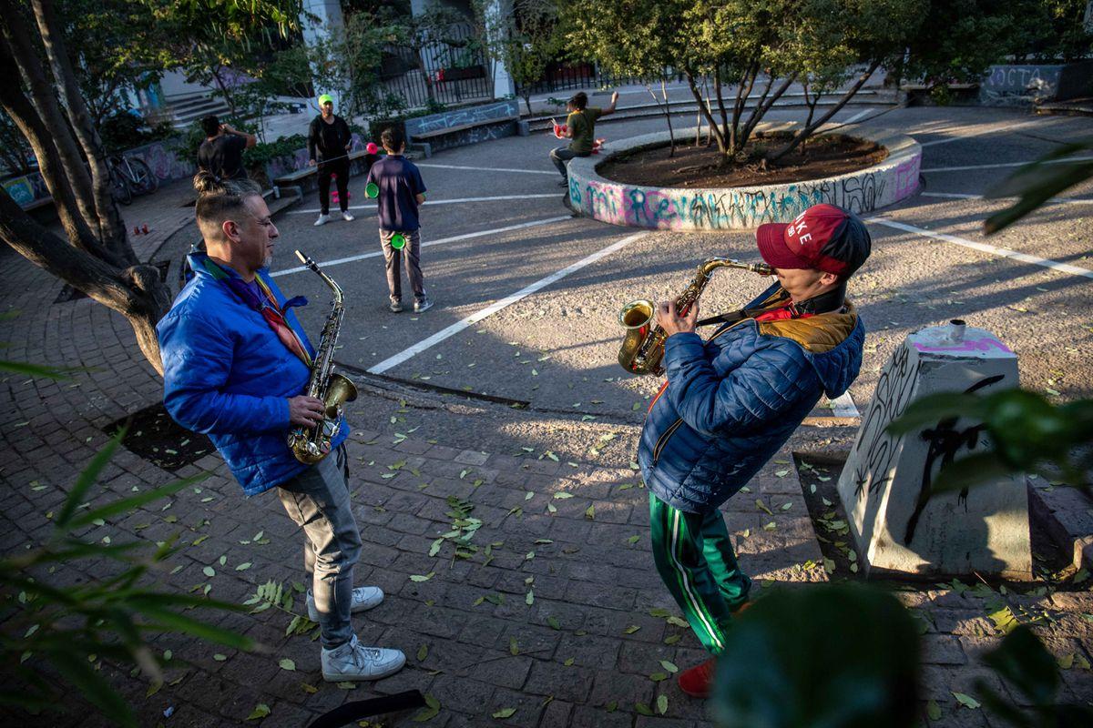 De las barricadas de Plaza Italia a las urnas, este es el día antes de la votación en Chile desde cero    Internacional
