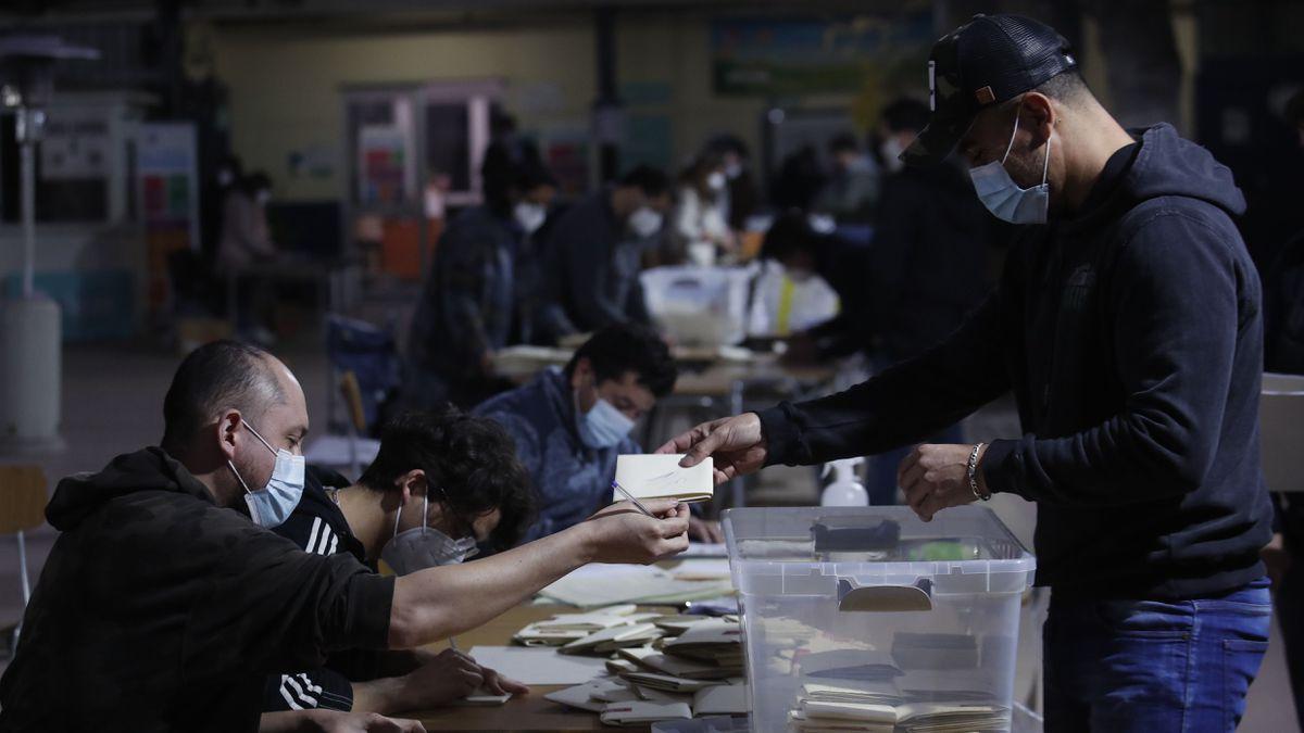 Elecciones: Chile comienza a contar votos con alta incertidumbre de participación  Internacional