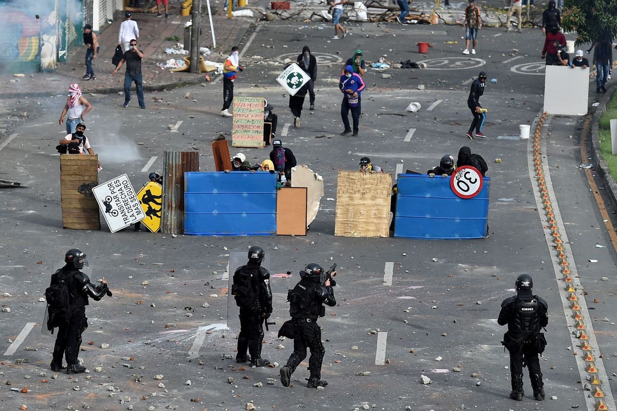Iván Duque: La violencia policial está fuera de control en Colombia  Internacional