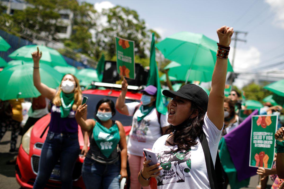 Sarah Ragel: Juez ordena la liberación de una mujer sentenciada a 30 años después de un aborto espontáneo en El Salvador    Comunidad