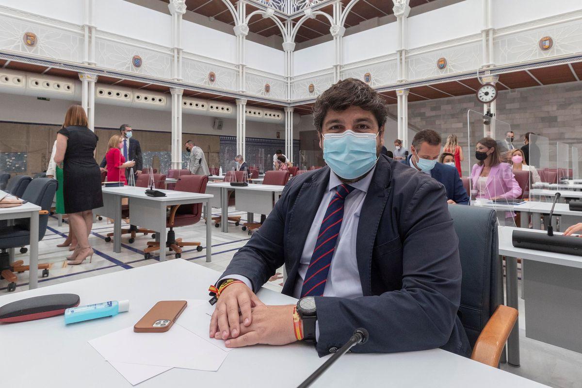Asamblea de Murcia aprueba modificación de ley que permite a López Miras postularse para tercer mandato    España