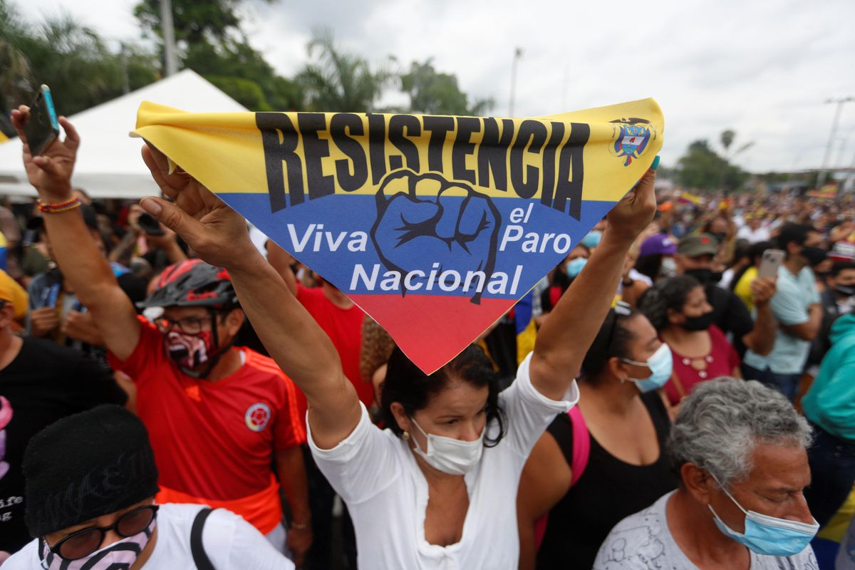 Colombia: entre fantasmas y realidades  Opinión