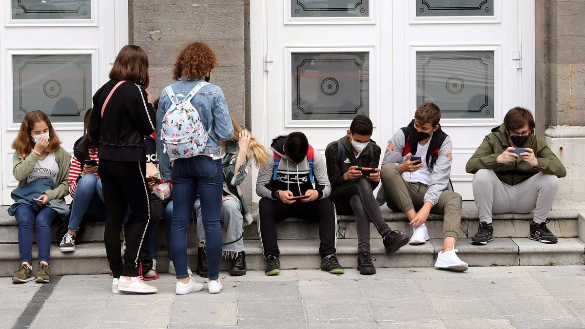 Coronavirus: Últimas noticias sobre covid y vacunación, en vivo  El macrobrote de Mallorca supone más de 300 solo en Madrid y más de 2.000 estudiantes en cuarentena    Comunidad