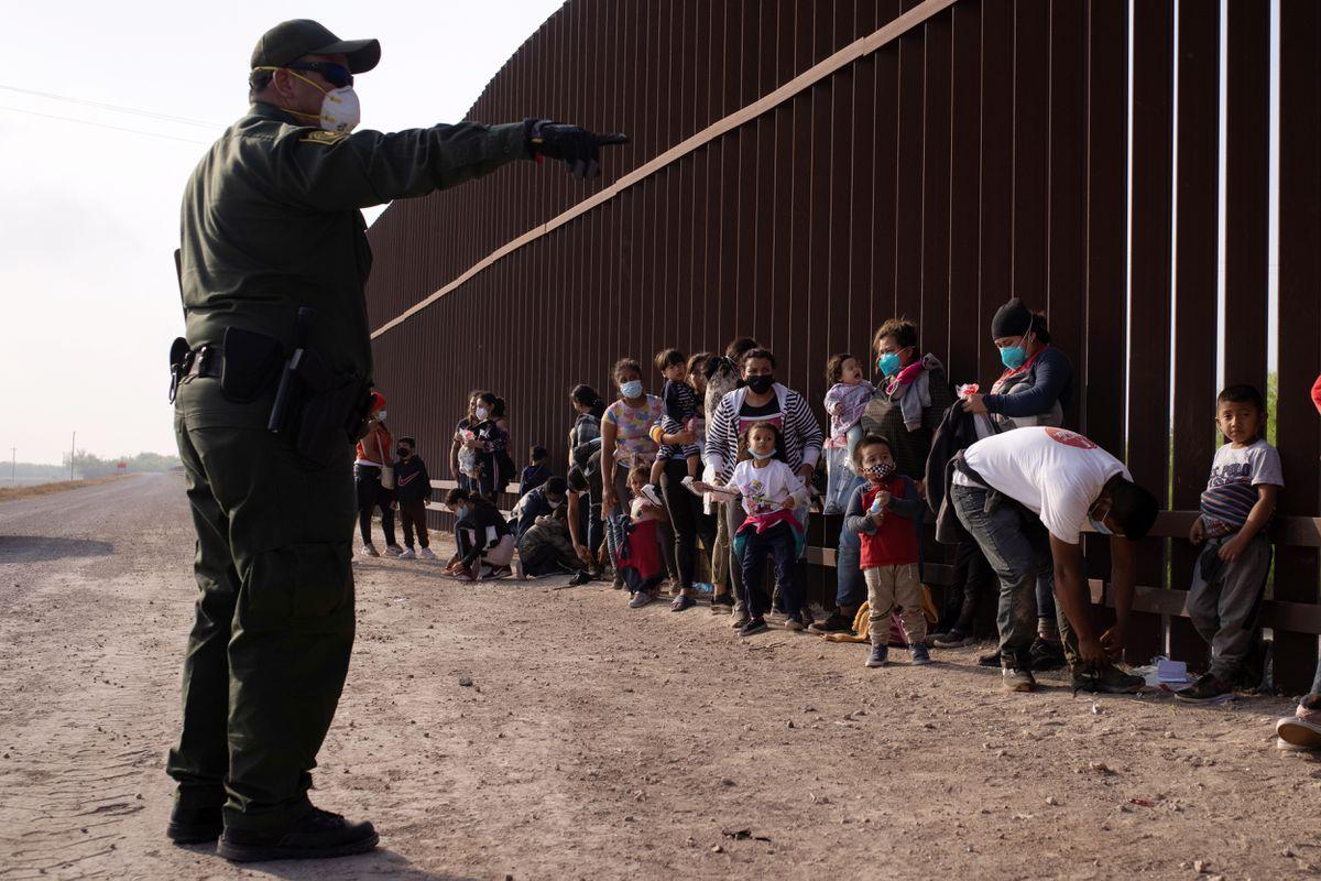 Cruzar la frontera de México a Estados Unidos significa arriesgar la vida.  Notas sobre cómo poner fin a los abusos contra los migrantes  Ideas