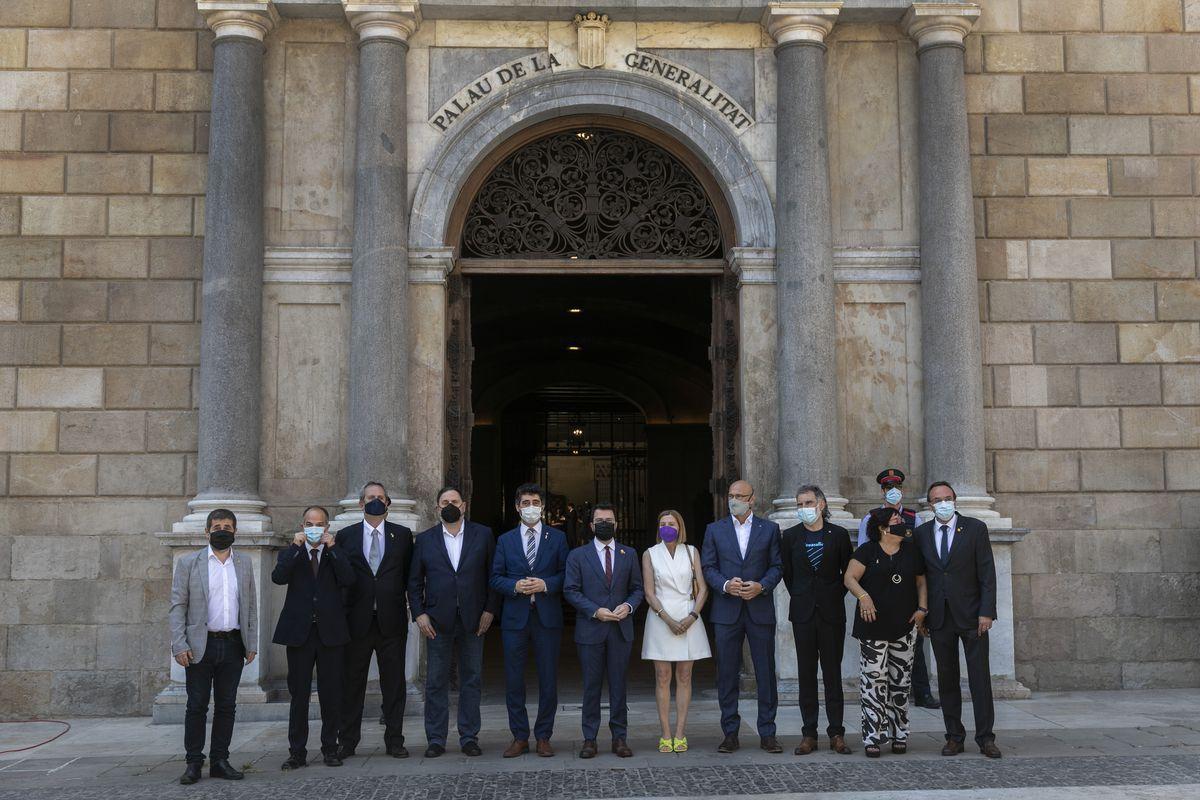 El Gobierno y el Parlamento de Cataluña rinden homenaje a los nueve indultados  Cataluña