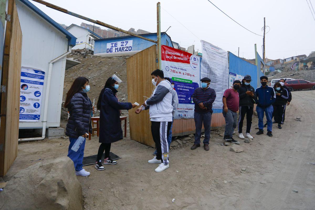 Elecciones en Perú: Día de las elecciones, en vivo  El país andino elige a su próximo presidente entre dos polos opuestos  Internacional