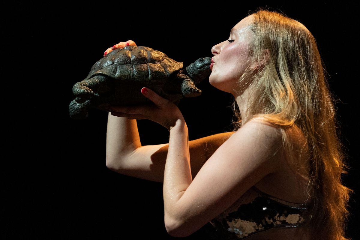 Jan Fabre dedica una función al Teatro Central de Sevilla como regalo por su 30 cumpleaños    Cultura