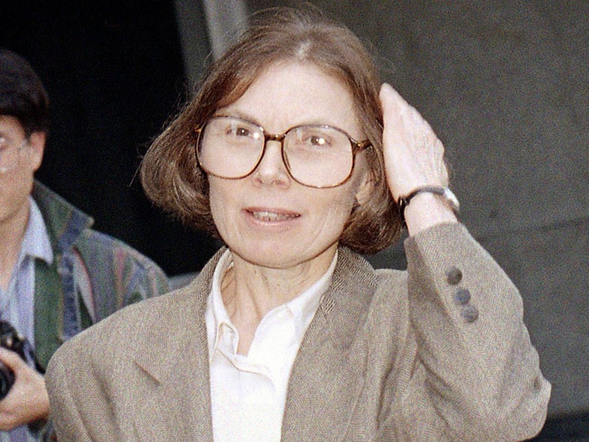 Janet Malcolm, periodismo en la escalera  Opinión