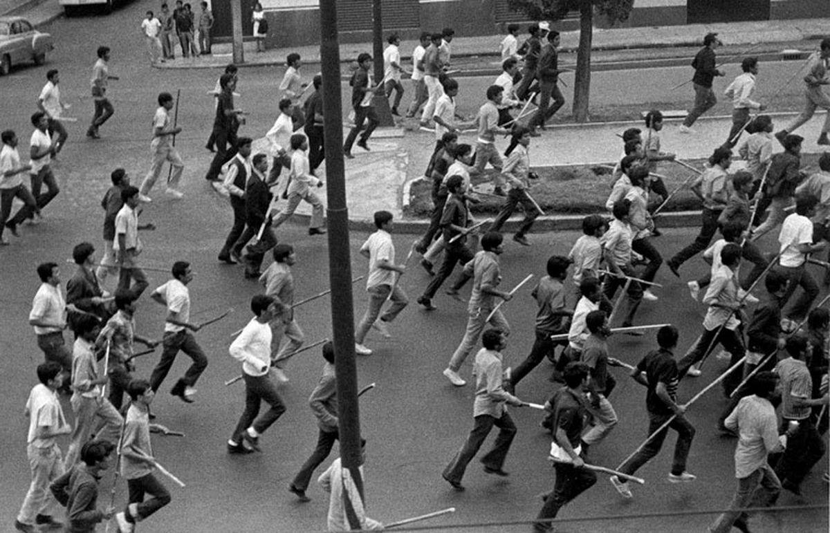 Jueves de Cuerpo: Medio siglo de chalconazol: un honor difícil  Opinión