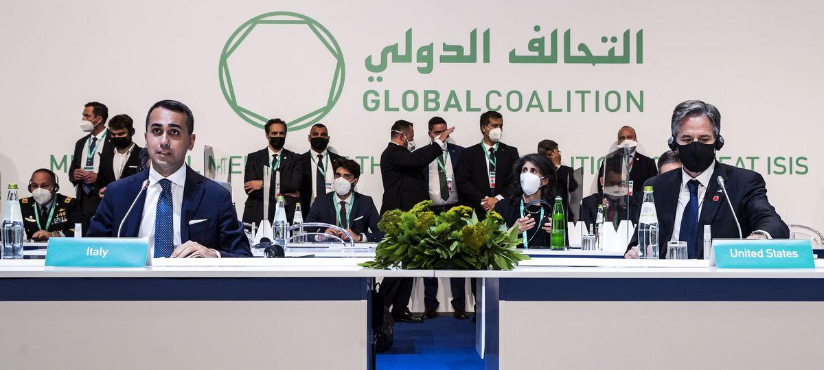 La coalición internacional anti-EIIL acuerda cambiar el enfoque de la lucha contra el terrorismo a África    Internacional