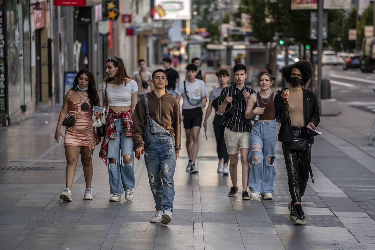 La incidencia de covid entre los jóvenes alcanza los 251 casos por 100.000 habitantes, el doble de la media española |  Comunidad
