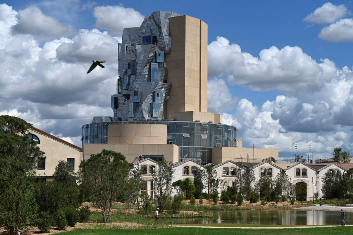 "Luma: Frank Gehry levanta un ""faro mediterráneo"" en Arles  Cultura"