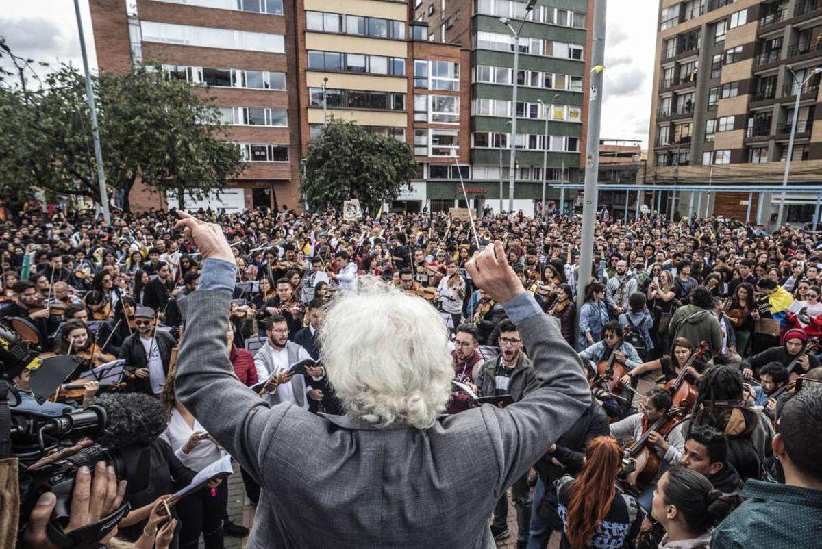 Músico, la imagen de las detenciones en las protestas en Colombia  Internacional