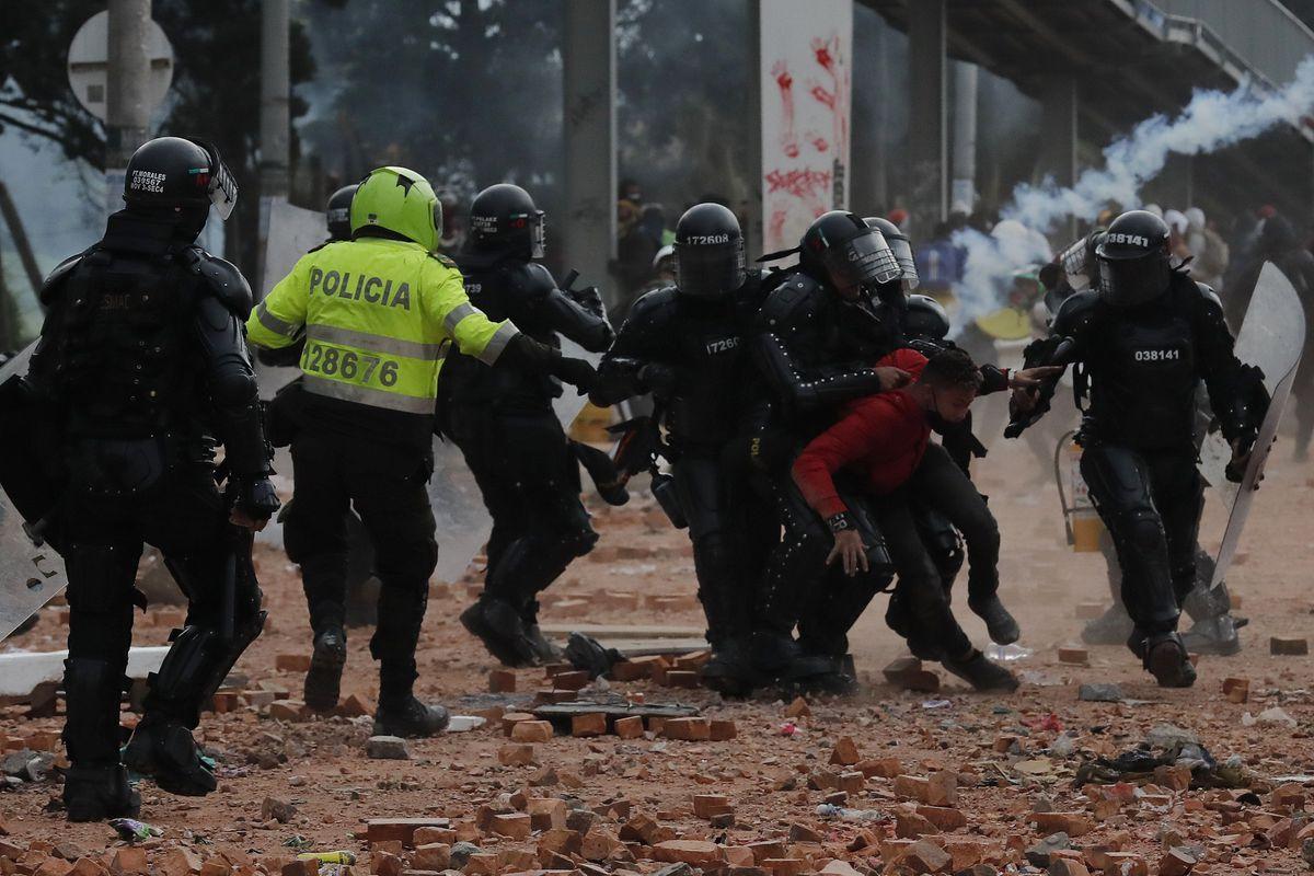 Protestas en Colombia: la vergüenza de la democracia colombiana  Opinión