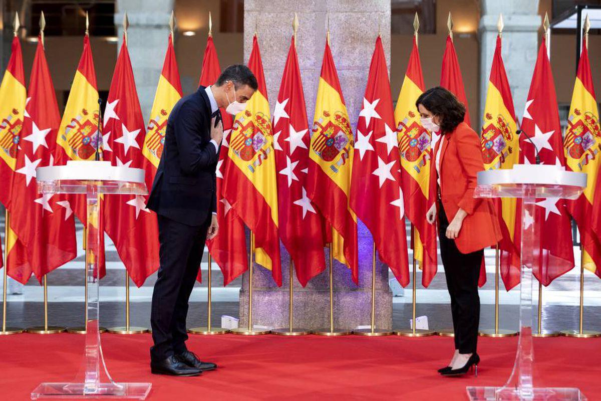 Sánchez y Ayuso se encuentran en la Moncloa en total conmoción por la concesión de indultos  Madrid