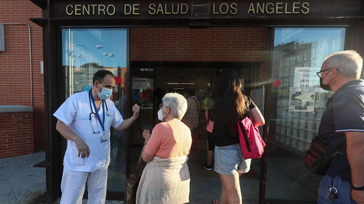 Un centro de salud de Madrid al límite: 77 pacientes citados para un médico en una sola mañana   Madrid