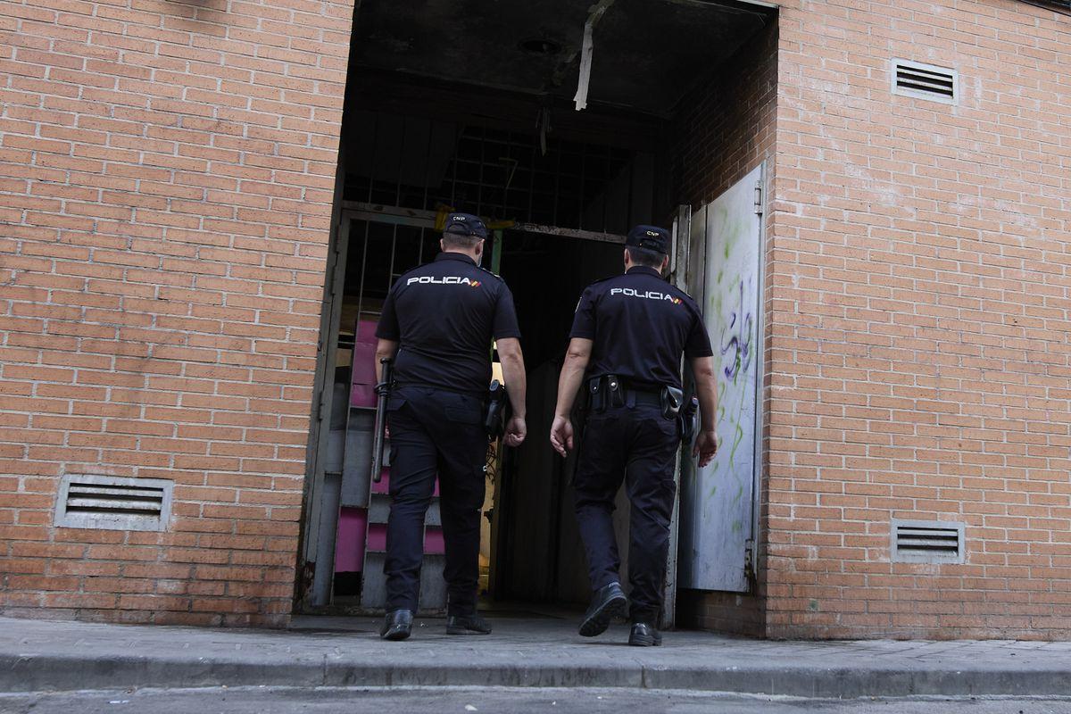 40 scooters que vivían en dos edificios en Karabanhel desde 2015 han sido desalojados  Madrid