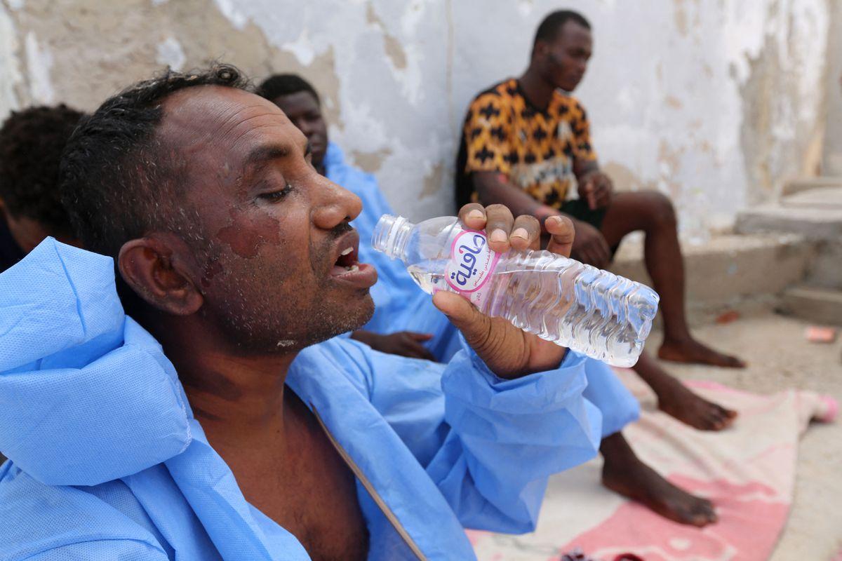 Al menos 43 personas mueren cuando un barco que viajaba de Libia a Italia se hunde desde Túnez |  Internacional