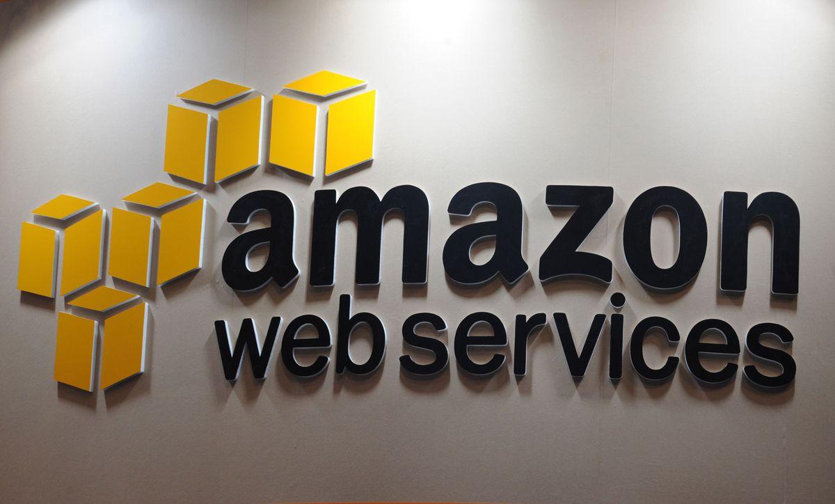 CNMC abre expediente con Amazon y Apple para limitar las ventas online en España  Ciencias económicas