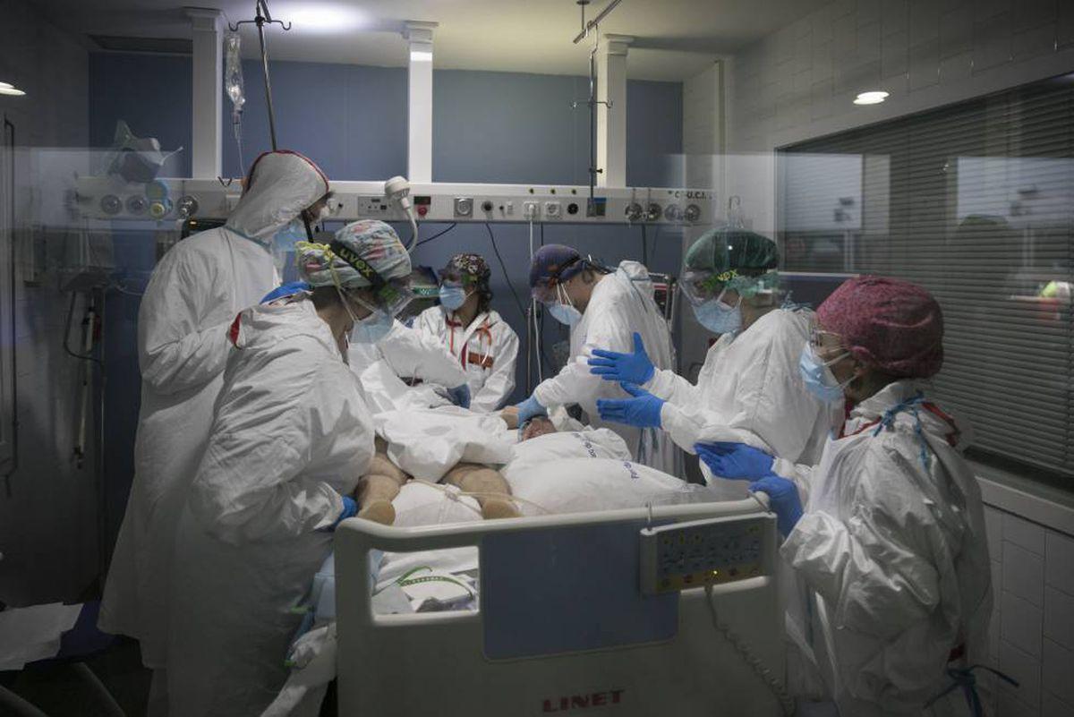 Covid-19: el 77,6% de los ingresados en las unidades de cuidados intensivos de Cataluña no están vacunados |  Cataluña