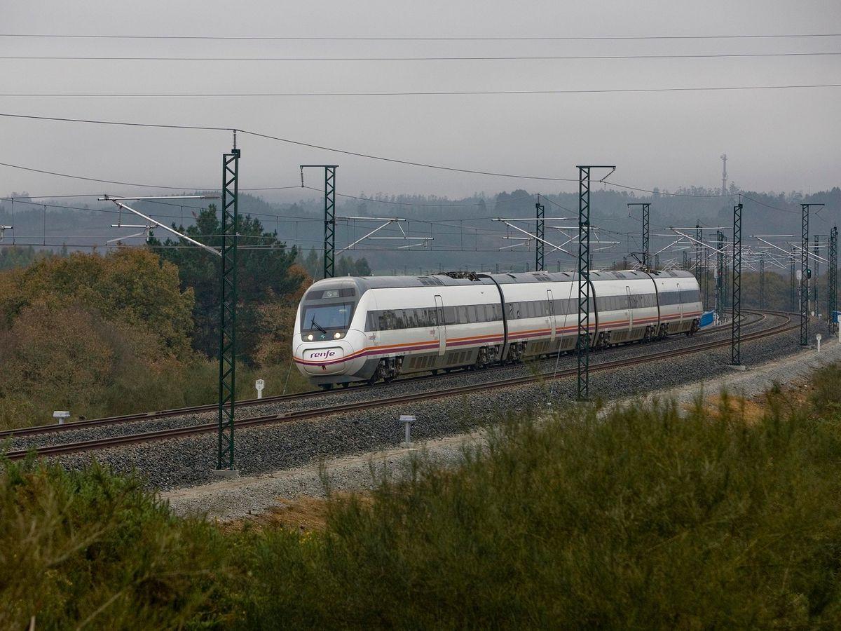 Cuatro muertos al chocar un tren con un vehículo en el cruce ferroviario de la localidad alicantina de Novelda |  Comunidad valenciana
