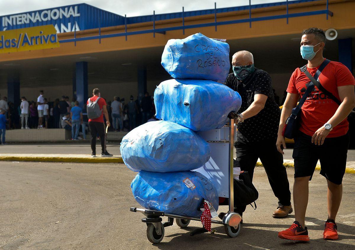 Cuba suspende aranceles aduaneros sobre alimentos y medicinas que traen viajeros a la isla  Internacional