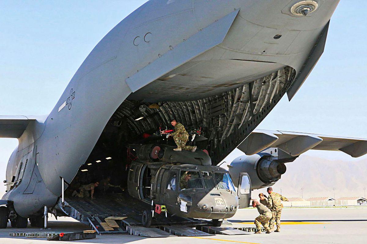 Después de 20 años de guerra, Estados Unidos abandona la base militar de Bagram, oficializando la retirada de Afganistán.  Internacional