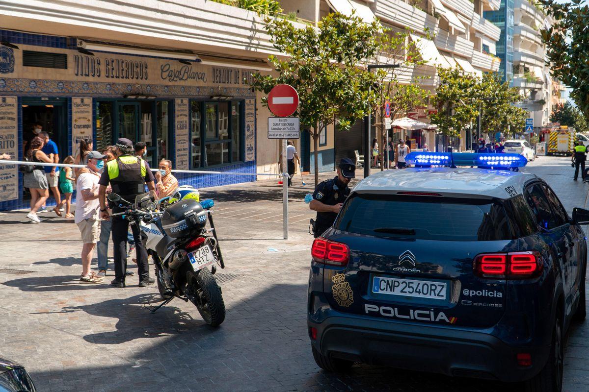 Dos heridos de gravedad en múltiples golpes y corriendo en dos terrazas en Marbella  España