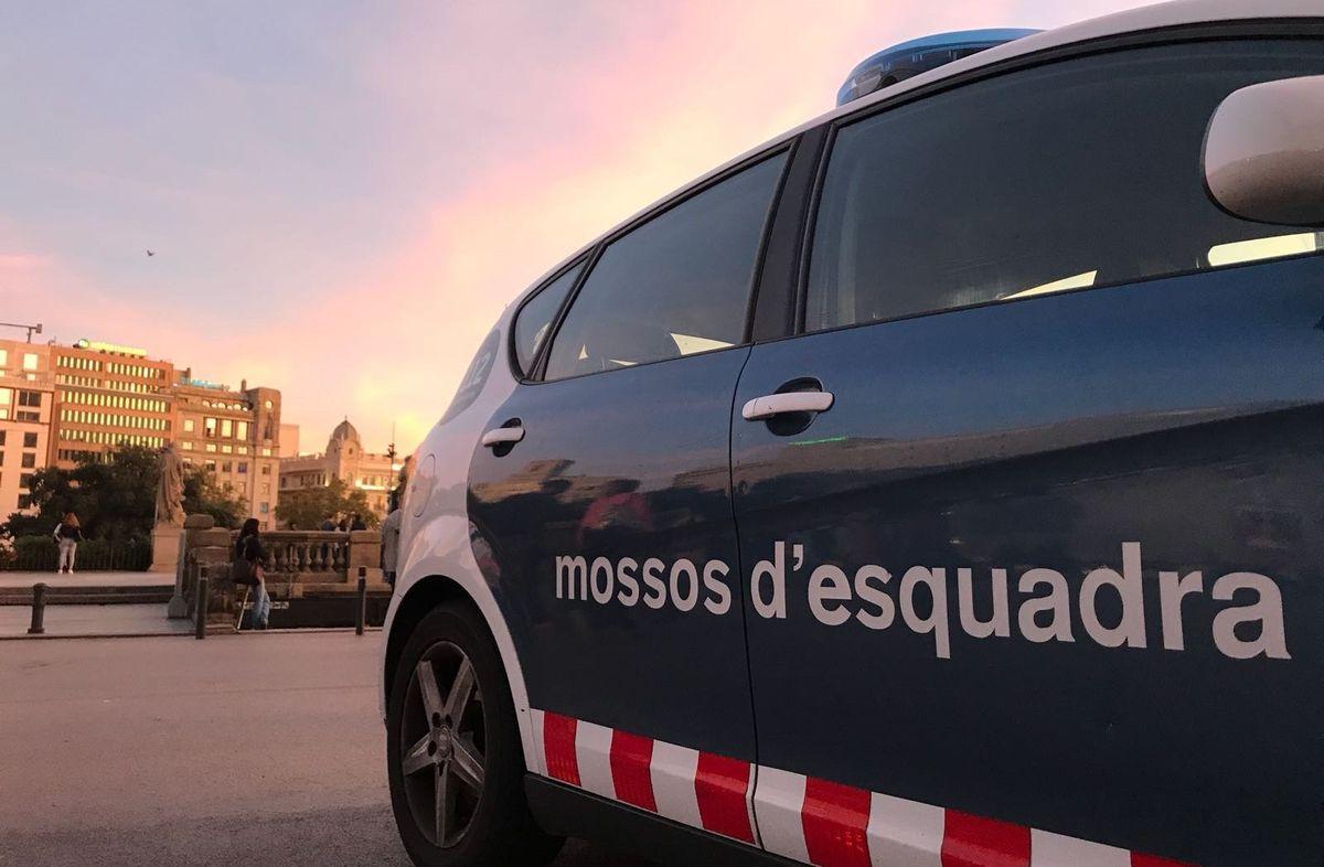 Dos menores de 4 y 12 años mueren al chocar dos coches y los Mossos detienen a un conductor |  Cataluña