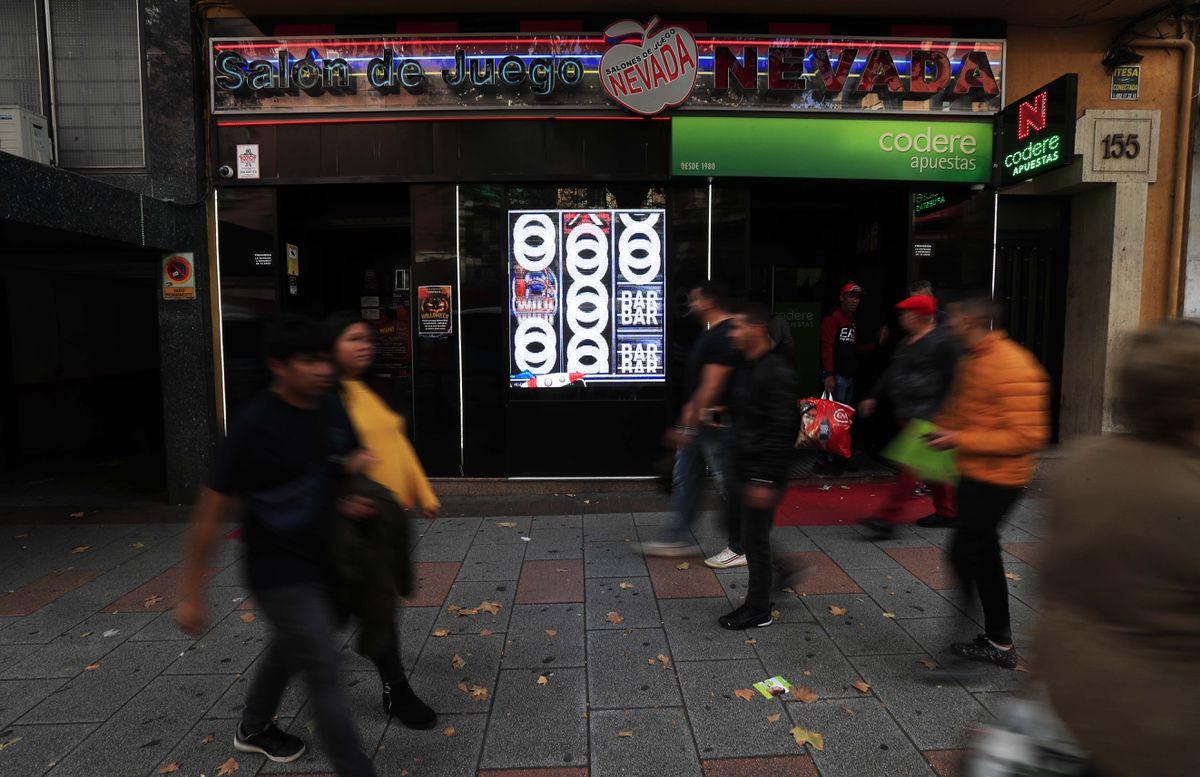 El Defensor del Pueblo pide un mayor control sobre las casas de apuestas tras una queja de un padre  Madrid