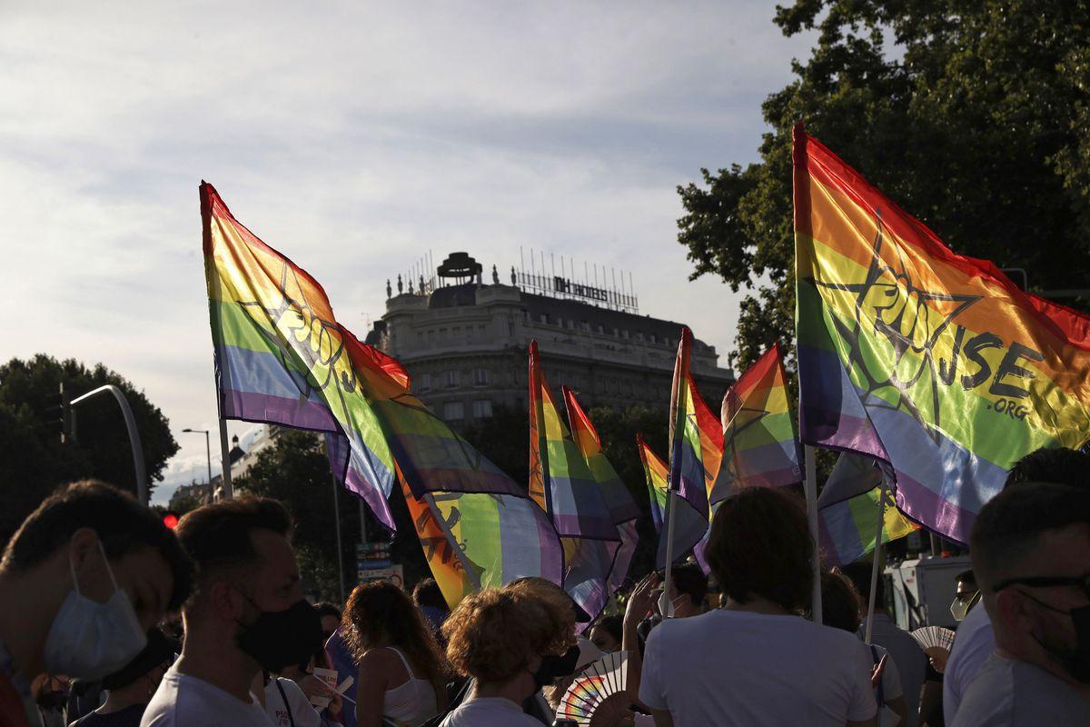 El Madrid celebra el orgullo sin carrozas, pero más reivindicativo y polémico  Madrid