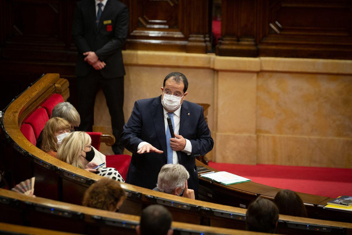 El interior hace un guiño a CUP y desactiva el despacho de abogados que protege a los Mossos |  Cataluña