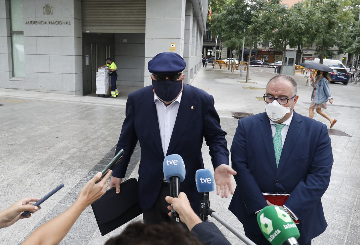 El juez pidió a Villarejo que especificara por escrito los supuestos teléfonos a los que había enviado mensajes a Rajoy sobre Operación Cocina    España