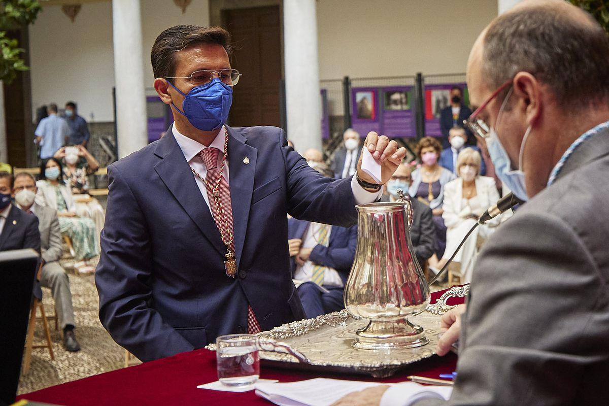 El nuevo alcalde socialista de Granada incluye a un asesor ajeno a Cs en su gobierno  España