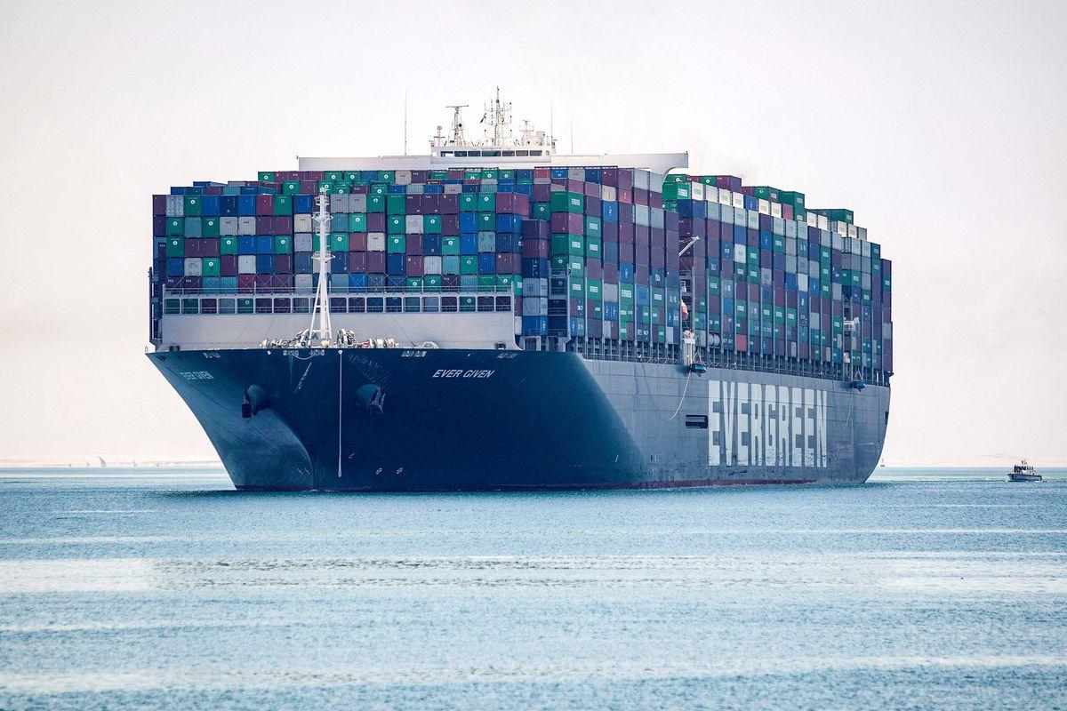 """""""Ever Given"""" zarpa de nuevo tras 100 días retenido por las autoridades del Canal de Suez  Ciencias económicas"""
