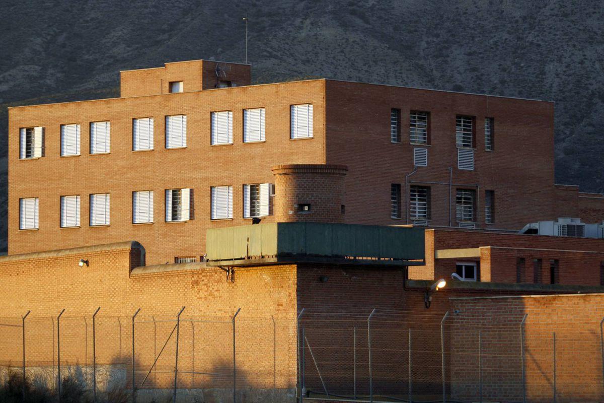 Fontcalent: La epidemia de Covid obliga a cientos de presos en la cárcel de Alicante |  España