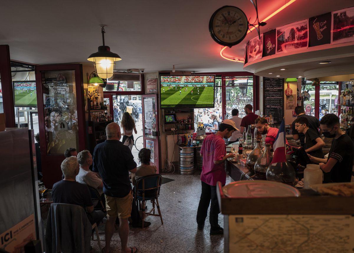 Francia requerirá el certificado covid para ingresar a bares y viajar en tren y avión  Comunidad