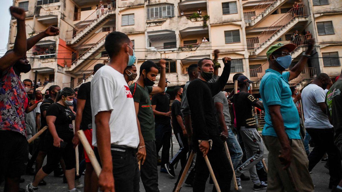 Grupos vinculados al gobierno toman las calles para sofocar la protesta en Cuba  Internacional