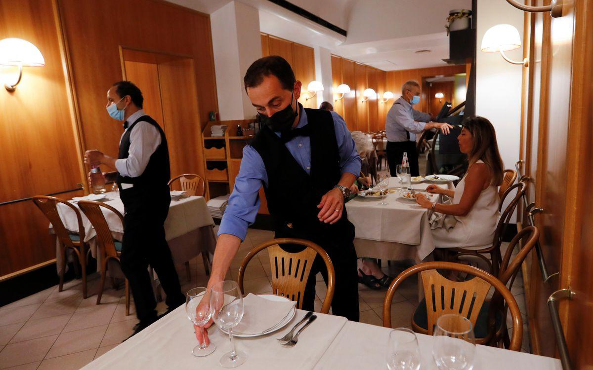 Italia exigirá vacunarse o acreditar negativamente el interior de bares y restaurantes |  Comunidad