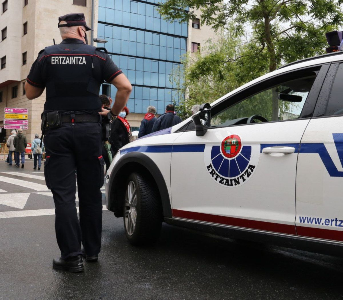Juez envía a prisión a dos de los ocho detenidos por brutal golpiza a joven en Bizkaya |  España
