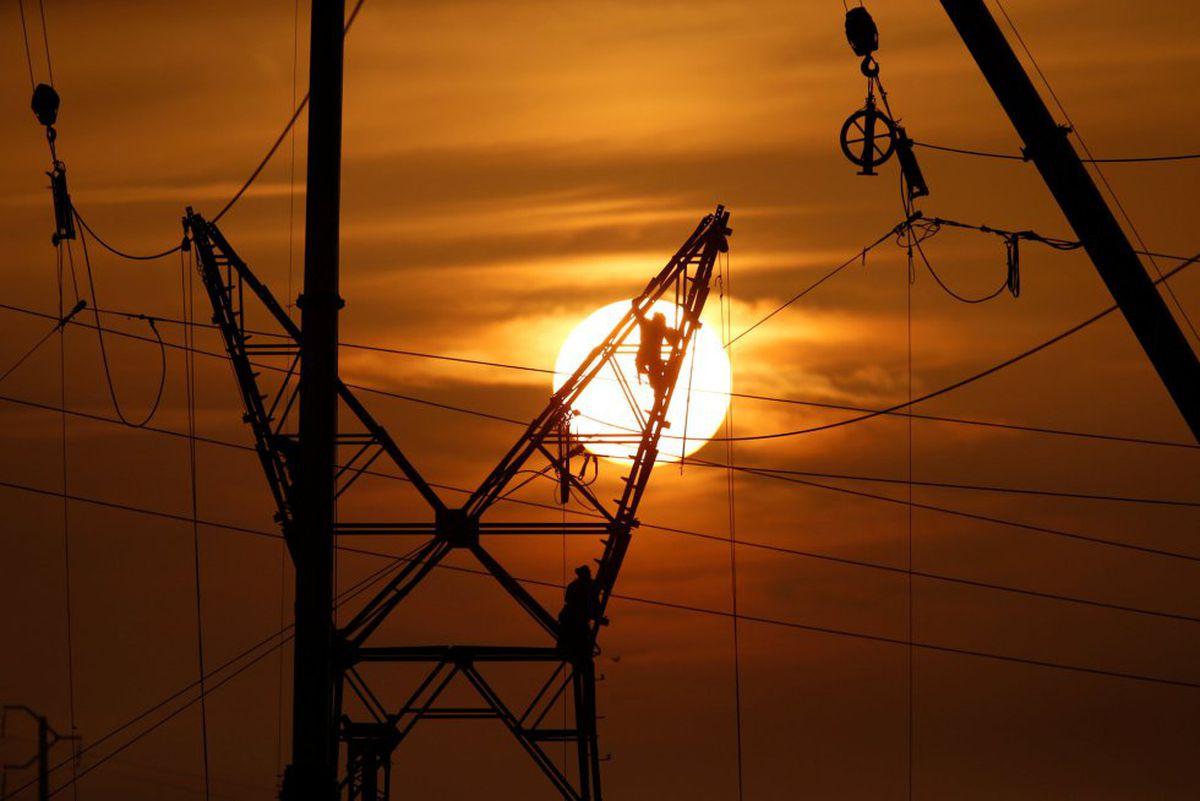 La desconexión de la electricidad de Francia provoca un eclipse en media España  Ciencias económicas