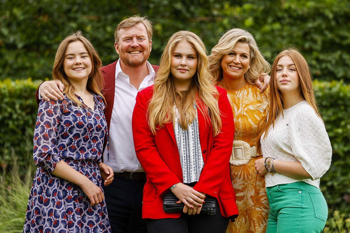 La familia real holandesa posa antes de sus vacaciones de verano en memoria del difunto periodista Peter R. de Vries    Personas