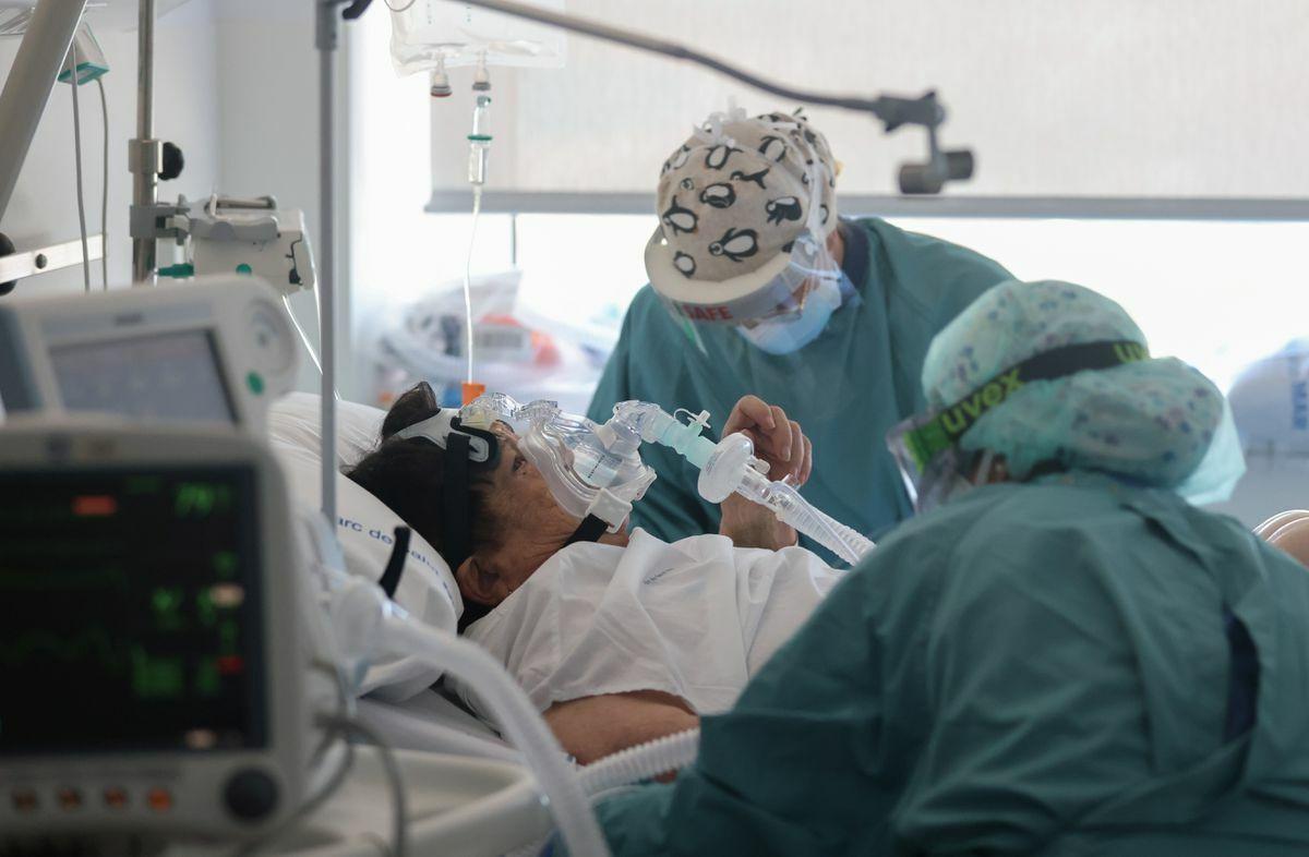 La quinta ola de coronavirus aumenta la presión sanitaria a un ritmo de 370 nuevas hospitalizaciones por día |  Comunidad