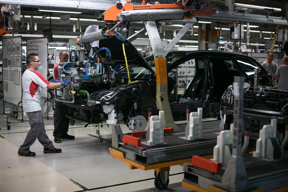 Las ventas de automóviles cayeron un 34% en la primera mitad del año en comparación con los niveles previos a la epidemia  Ciencias económicas