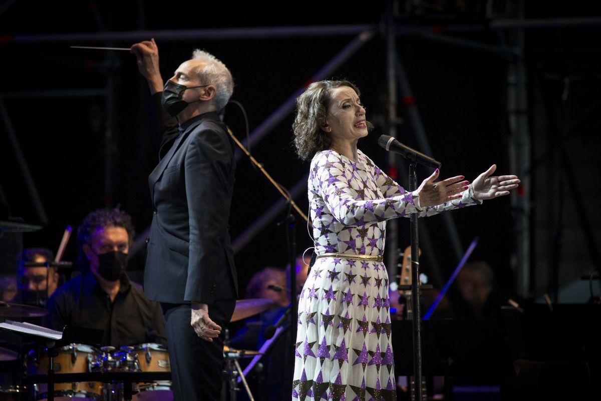 Luz Casal canta sus mejores canciones convertidas en sinfonía por la Real Filharmonía de Galicia |  Cultura