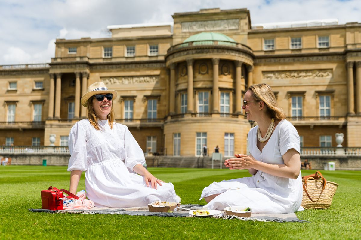Mil árboles, cinco colmenas y la primera cebra en Inglaterra: Bienvenidos a los jardines del Palacio de Buckingham |  Personas